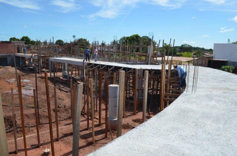 Reconstrução de ginásio poliesportivo, parada durante anos, é reiniciada e começa ganhar forma em Rolim de Moura