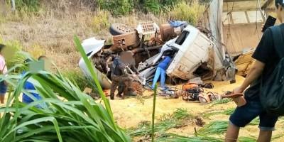 Acidente entre duas carretas e um automóvel no trevo de Rolim com BR-364 deixa feridos