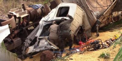 Atualização: Motorista morre preso às ferragens em acidente no trevo de Rolim com a...