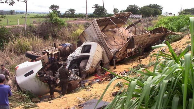 Atualização: Motorista morre preso às ferragens em acidente no trevo de Rolim com a BR-364