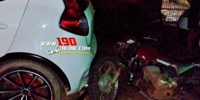 Motociclista colide na traseira de veículo estacionado e acaba se ferindo em Alta...