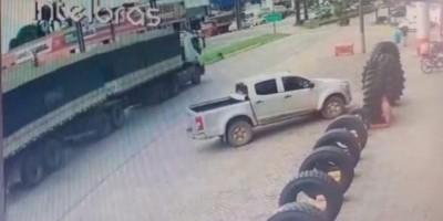 Carreta quase esmaga motociclista em cruzamento de Ji-Paraná; veja o vídeo