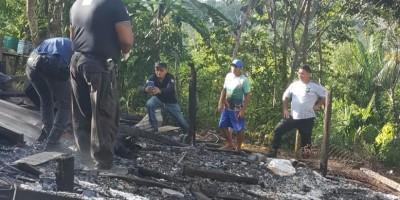 Casal de idosos morrem abraçados dentro da própria casa após incêndio na zona rural...