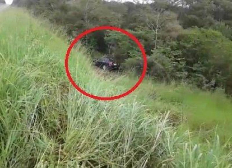 Após acidente, carro é abandonado as margens da BR-364 em Rondônia; veja os vídeos