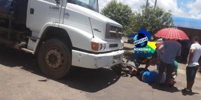 Caminhão invade preferencial e provoca acidente em Ji-Paraná