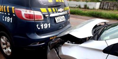 Corolla atinge traseira de viatura da PRF que participava de cortejo em Porto Velho; veja...