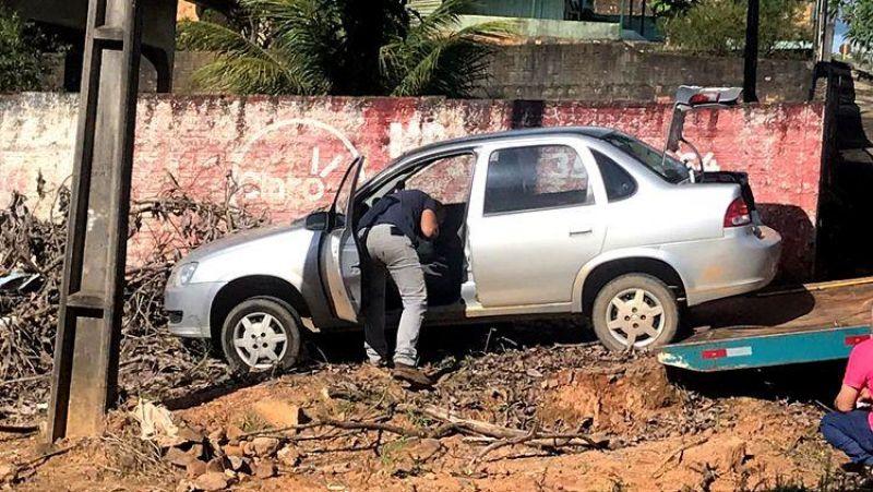 Criança entra em pânico após soltar freio de mão e carro descer morro em Vilhena