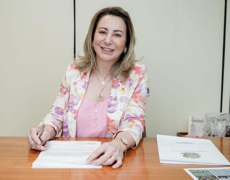 Deputada Jaqueline Cassol pede construção de estacionamento para caminhões na BR-364