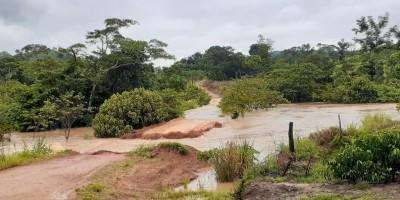 Fortes chuvas deixam linhas interditadas e levam pontes em Nova Brasilândia e em outros...