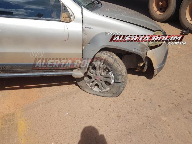Carro roda na pista após motorista bater na traseira de caminhão boiadeiro na RO-010 em Rolim de Moura; veja o vídeo
