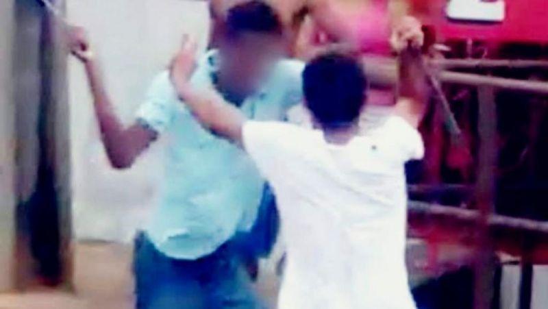 PM flagra irmãos se agredindo no meio da rua por causa de máquina
