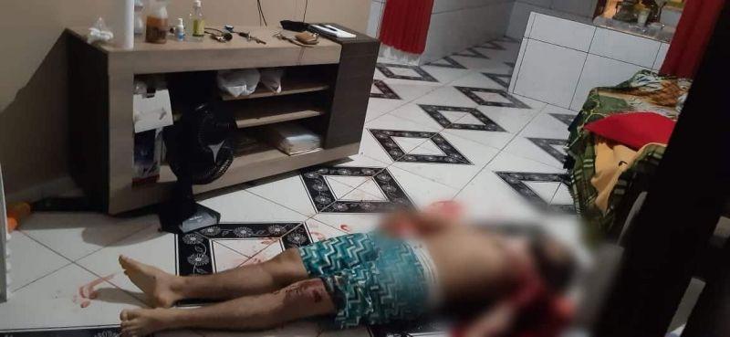 Bandidos invadem casa de PM acabam matando seu filho de 19 anos durante roubo
