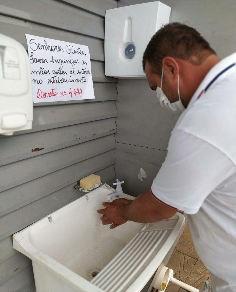 Exemplo em Rolim de Moura: Santa Helena disponibiliza lavatório para clientes fazer higienização ao entrar na loja