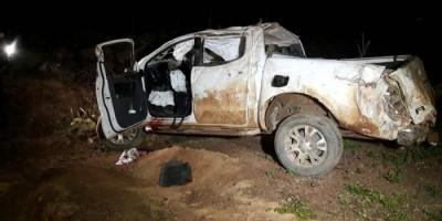 Motorista perde o controle da direção e capota caminhonete e criança fica gravemente...