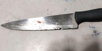 Criança é esfaqueada pelo padrasto e mulher agredida a tijolada