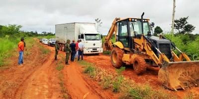 Caminhão com 300 caixas de frango é apreendido em Nova Mamoré
