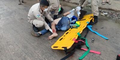 Grave acidente de trânsito em Ji-Paraná deixa motociclista com fratura exposta na perna