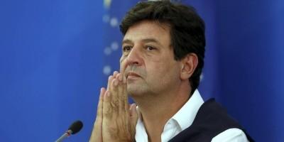 Após especulações, Mandetta se reúne com Bolsonaro e anuncia 'Médico não abandona...