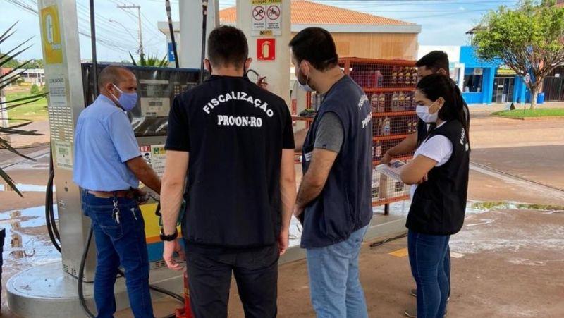 Procon fiscaliza postos de combustíveis e distribuidoras de gás em Rolim de Moura e região