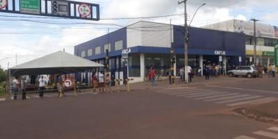Prefeitura de Rolim de Moura instala tenda ao lado da Caixa