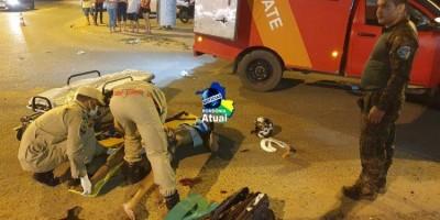 Motociclista inabilitado fura sinal e colide em viatura da Polícia Militar Ambiental em...