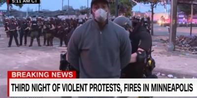 Durante protesto nos EUA, repórter negro da rede CNN é preso pela polícia ao vivo; já...