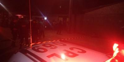 Assaltantes são recebidos a tiros ao tentarem roubar vizinha de policial militar
