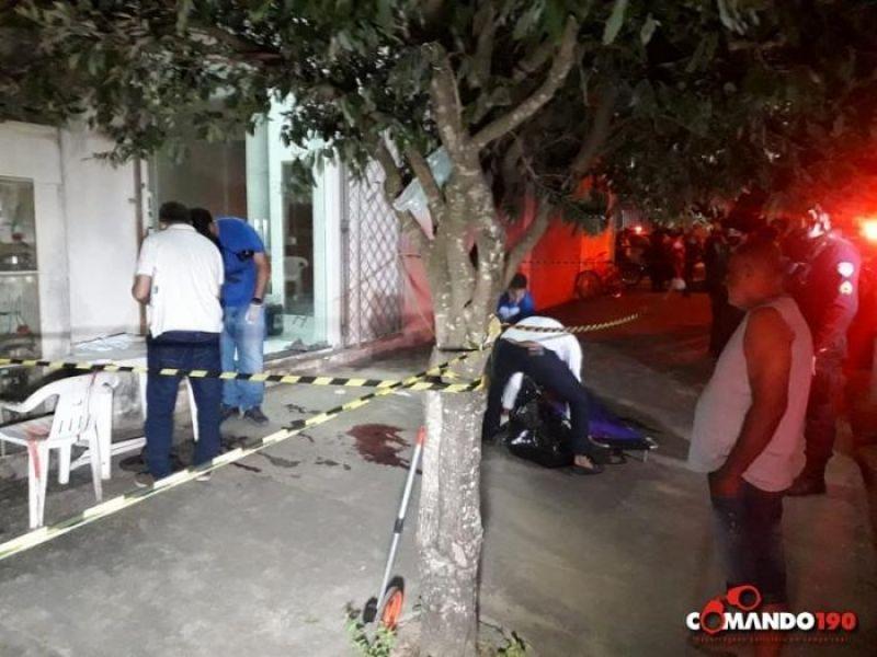 Homem é executado a tiros na frente de bar, em Ji-Paraná