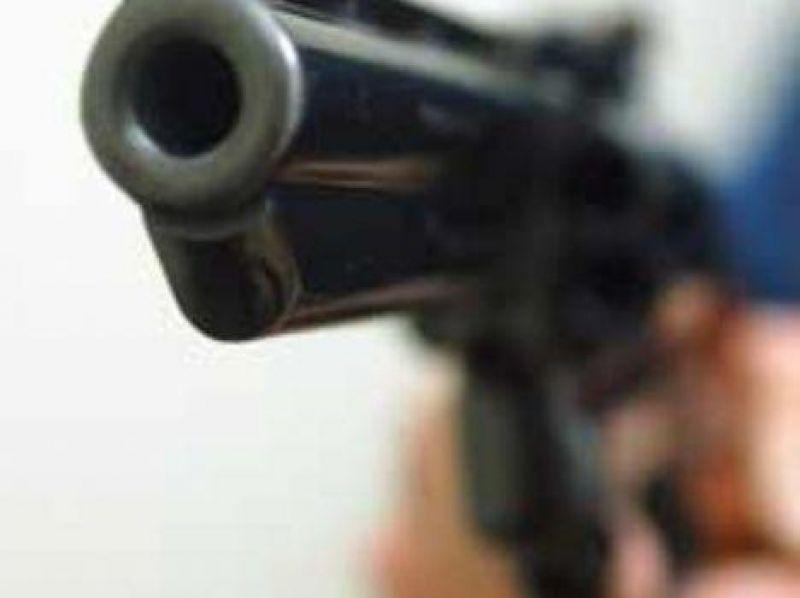 Assaltantes roubam R$ 4 mil de cliente em lanchonete e são surpreendidos por dono que também estava armado em Rolim de Moura