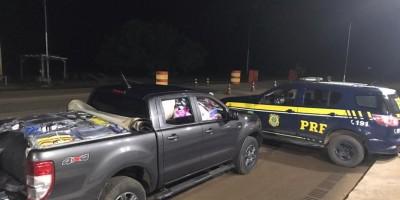 Mulher é presa dirigindo caminhonete carregada com quase 2 mil cuecas bolivianas