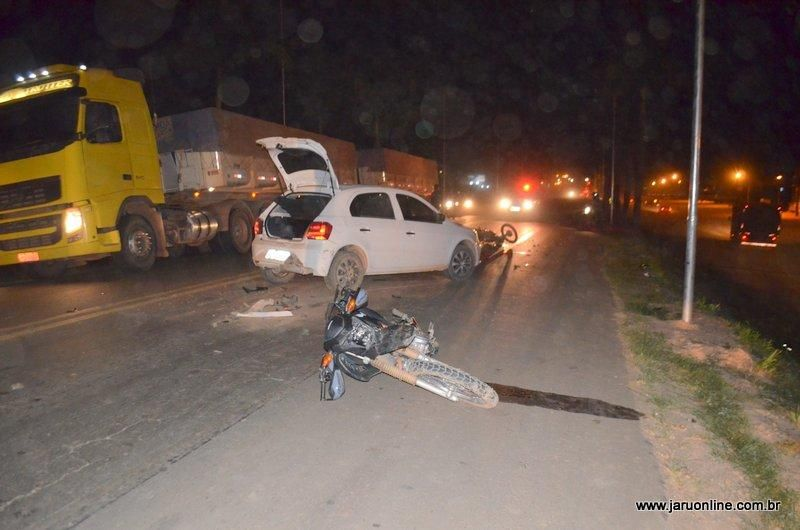 Acidente envolvendo quatro veículos na BR-364 em Jaru deixa três pessoas gravemente feridas