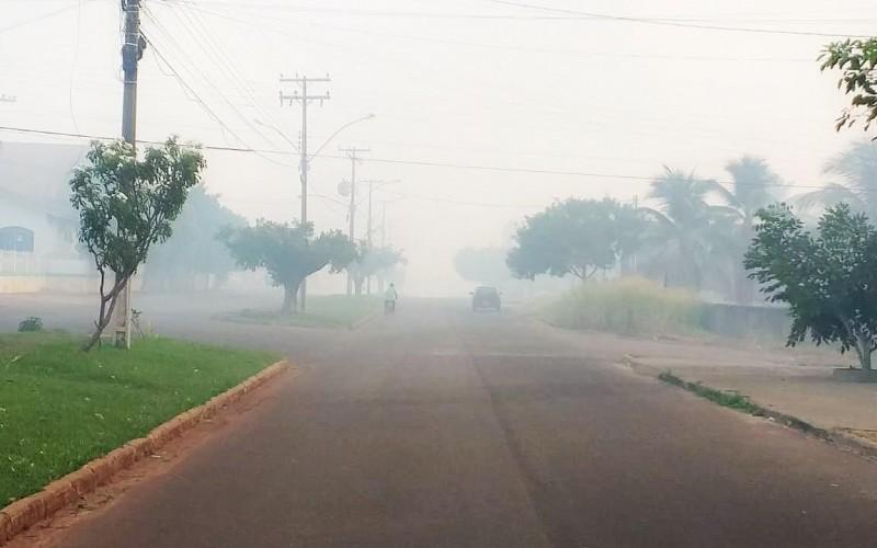Veja o vídeo: Incêndio criminoso deixa Rolim de Moura coberta de fumaça e população sufocada e indignada