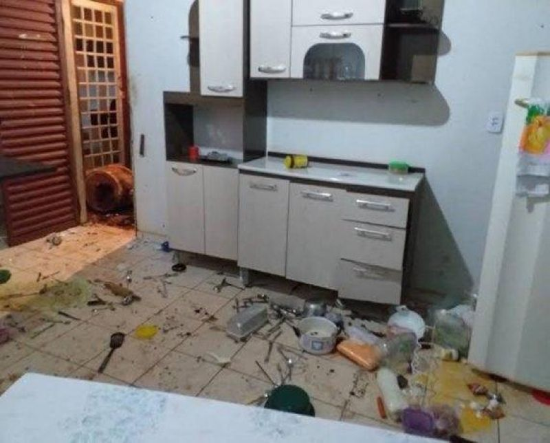 Empresário destrói móveis e ameaça matar mulher por impedi-lo de usar droga