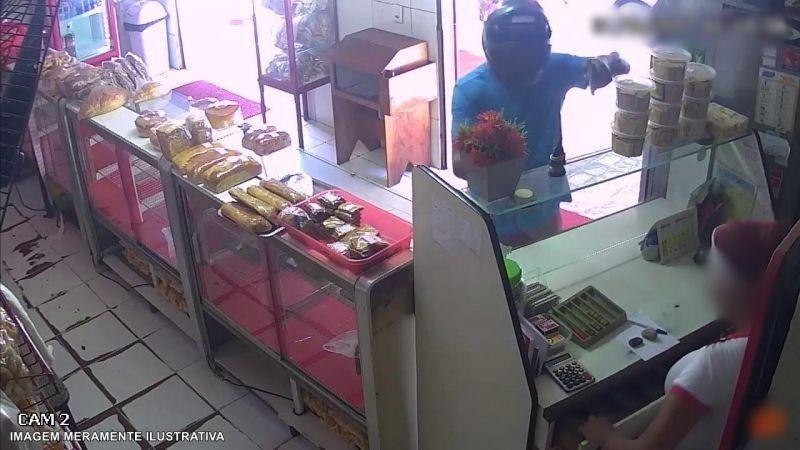 Ladrão se passa por cliente e efetua roubo em padaria no Centro da cidade, em Rolim de Moura