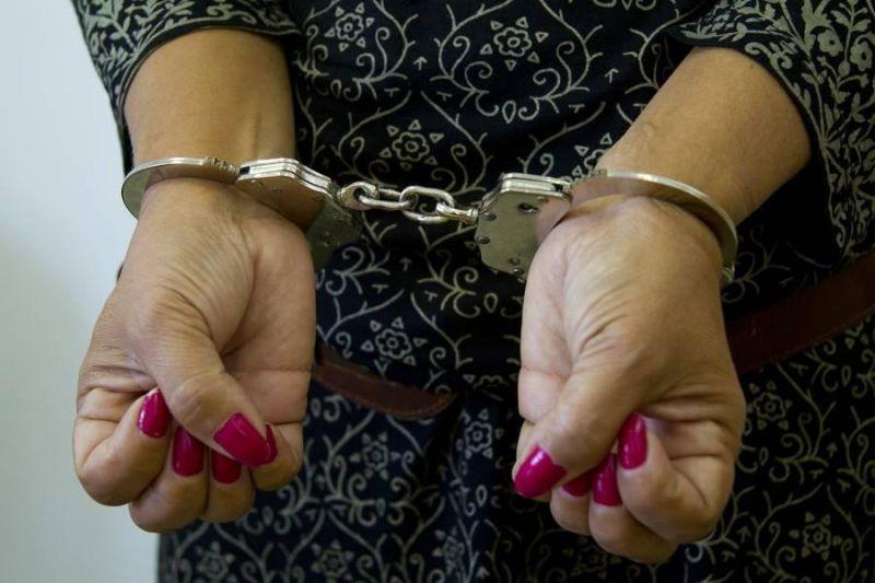 Dizendo morar na Itália, mulher é presa na rodoviária, após chamar atendentes de