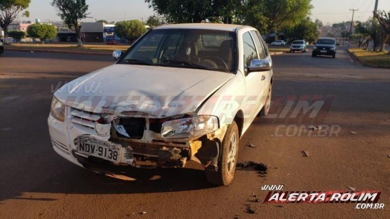Acidente entre carro e moto deixa um ferido em Rolim de Moura