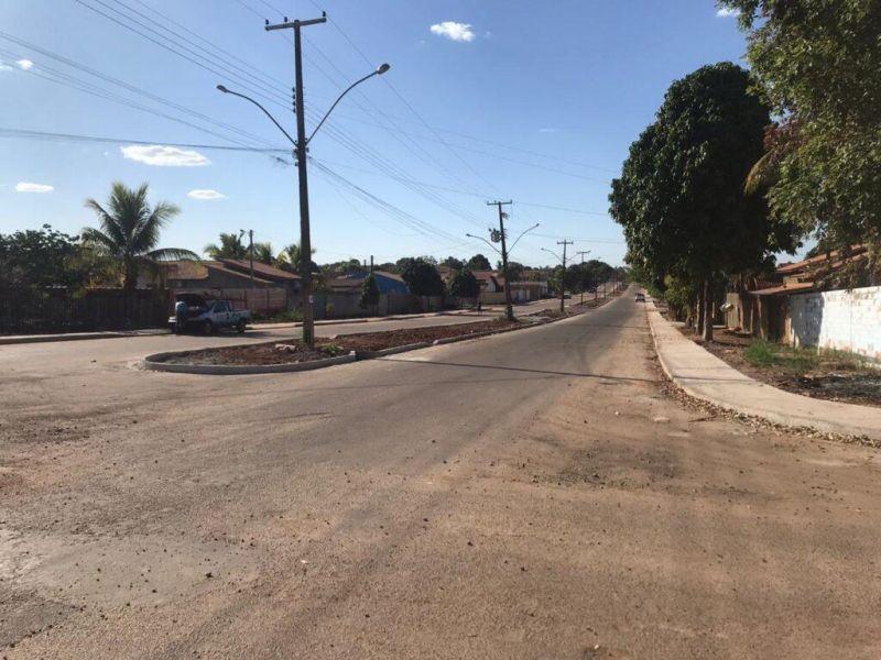 Asfalto da Rua Corumbiara no Bairro Olímpico está em fase de conclusão