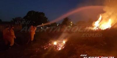 Homem é detido após atear fogo no capim seco em terreno no bairro Olímpico, em Rolim...