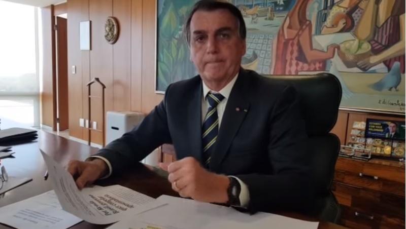 Bolsonaro suspende criação do programa Renda Brasil e diz que Bolsa Família irá continuar