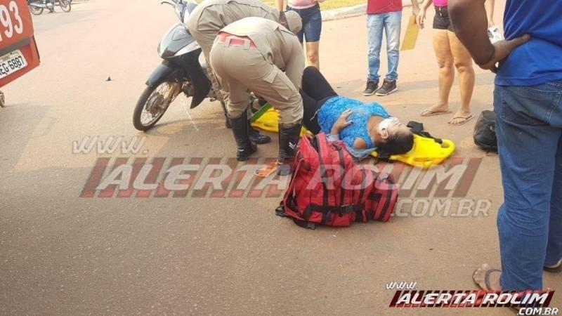 Mulher sofre fratura na perna em acidente na Avenida Norte Sul, em Rolim de Moura