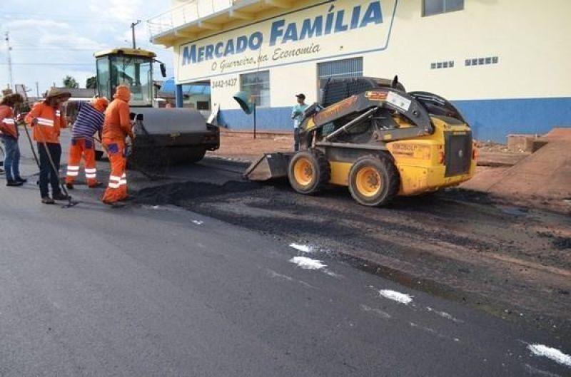 Assinada ordem para pavimentação de quase 11km de ruas e avenidas da área urbana de Rolim de Moura