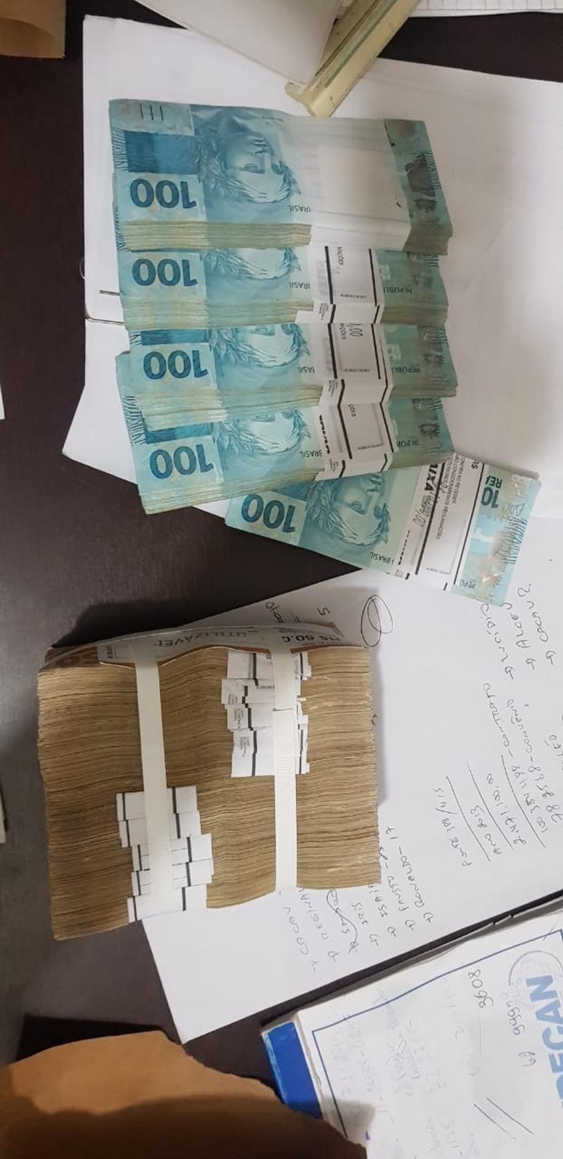 Vídeo mostra prefeitos de RO recebendo dinheiro de propina; Polícia apreende dinheiro e joias nas casas dos prefeitos; Veja imagens