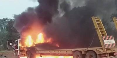 Vídeos mostram um caminhão na BR-364 e outro na BR-435 pegando fogo
