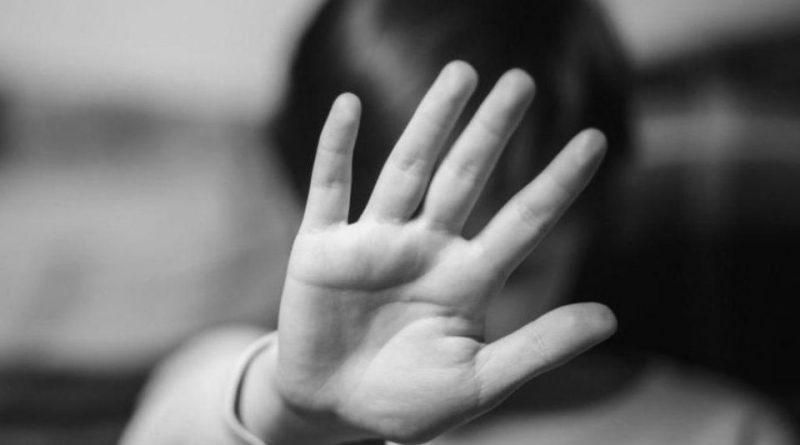 Pai vê filho de quatro anos sangrando e primo é detido por estupro