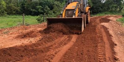Prefeitura de Rolim de Moura recupera vicinais com recursos do Fitha