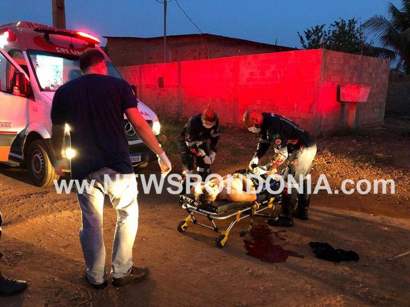 PM encontra homem agonizando no meio da rua após ataque a golpes de facão