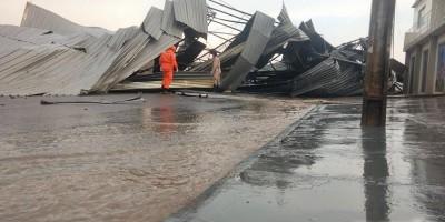 Estrutura metálica de barracão desaba durante ventania em Ji-Paraná; Veja fotos e...