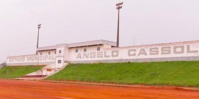 Rolim de Moura: Estádio Cassolão terá nova iluminação e arquibancada