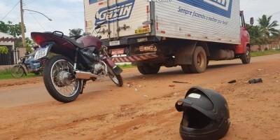 Motociclista fica ferido ao bater na traseira de caminhão em Rolim de Moura