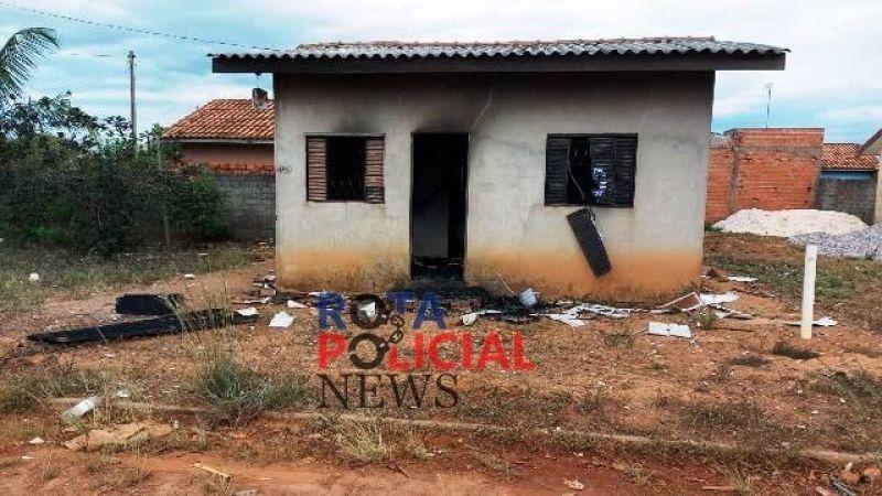 Homem é morto com golpes de facão e tem residência incendiada em Vilhena